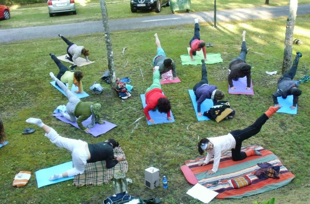 Yoga todas las mañanas. CañizaNatura vacaciones, desarrollo personal y familia en la naturaleza mágica de Galicia